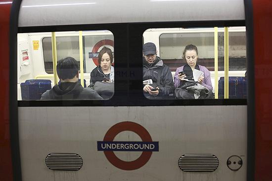 Cerca de 3 milhões de pessoas viajam todos os dias no metrô de Londres