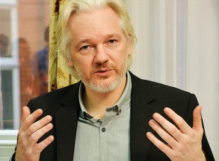 Julian Assange, asilado na embaixada do Equador. Crédito: John Stillwell - 18.ago.2014/AFP