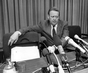 Günter Schabowski, porta-voz do governo da Alemanha Oriental, em 1989. Crédito: AFP